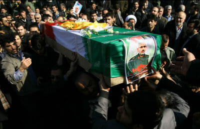 2013 wurde Hassan Shateri, General einer iranischen Spezialeinheit, nähe Damaskus durch einen israelischen Luftschlag getötet. By sayyed shahab-o- din vajedi, licensed under CC BY 4.0.
